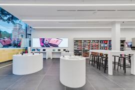 Có gì bên trong cửa hàng chuẩn Apple của eDiGi?