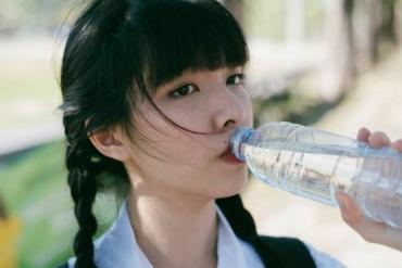 Những kiểu uống nước tai hại cần bỏ ngay trước khi làm tổn thương gan, thận và ung thư tìm đến