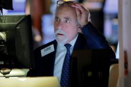 Phố Wall chưa hài lòng với quyết định hạ lãi suất của Fed, Dow Jones lại rớt gần 800 điểm sau phiên hồi phục mạnh nhất trong hơn 1 thập kỷ