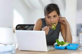 4 sai lầm khi ăn trưa khiến bạn tăng cân không kiểm soát