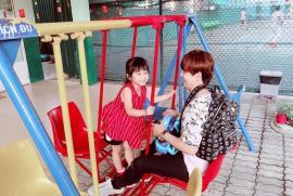 Ưng Đại Vệ khoe hạnh phúc giản đơn bên tiểu công chúa 6 tuổi