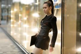 Xuống phố ngày hè, diện cây đen menswear cá tính như Hoa hậu Kim Ngọc