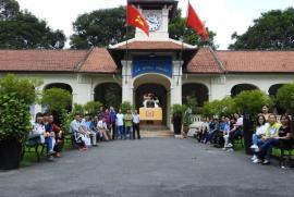 Vừa học tập ở nước ngoài xong, Hiệu trưởng Trường THPT Chuyên Lê Hồng Phong xin nghỉ việc!