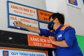Xăng RON95 tăng lên 19.531 đồng/lít
