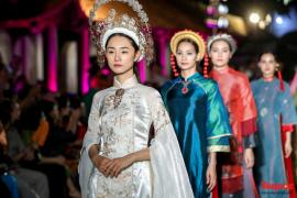 Lộng lẫy 1.000 mẫu áo dài di sản được trình diễn tại Văn Miếu-Quốc Tử Giám
