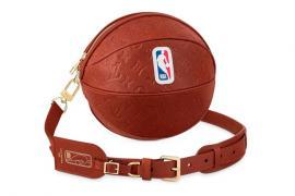 Louis Vuitton bán túi xách bóng rổ giá 4.450 USD