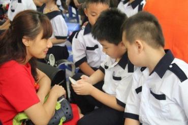 Học sinh TP HCM tựu trường vào ngày 19-8