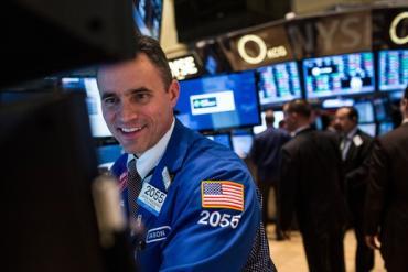 Fed quyết định giữ nguyên lãi suất, Dow Jones tăng 160 điểm, cổ phiếu công nghệ tiếp tục dẫn đầu