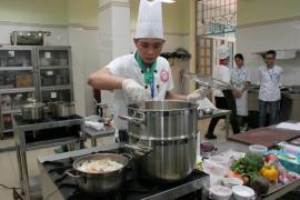 Chọn học nghề Bếp bài bản dễ kiếm việc làm