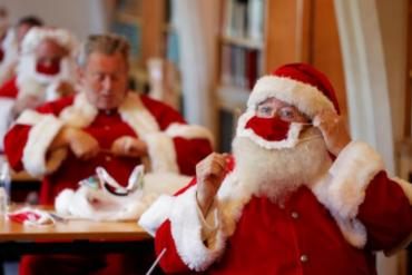 Các ông già Noel tại Anh nô nức đi huấn luyện giao quà an toàn mùa dịch COVID-19