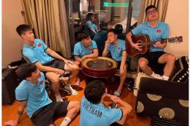 ĐT Việt Nam vừa hội quân, Đức Huy cùng Xuân Trường dàn dựng màn sống ảo khiến fan cười lăn