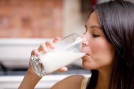 Vì sao người bệnh tiểu đường nên uống sữa vào buổi sáng?