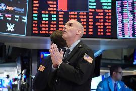 Chứng khoán Mỹ chìm trong biển lửa và chứng kiến tuần lao dốc thứ 3 liên tiếp, Dow Jones có lúc mất gần 1.000 điểm