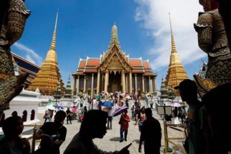 """Kinh tế Thái Lan """"chìm sâu"""" vì COVID-19"""