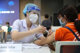 Sẽ tiêm vaccine Covid-19 cho trẻ em từ 16 -17 tuổi trước và hạ dần độ tuổi
