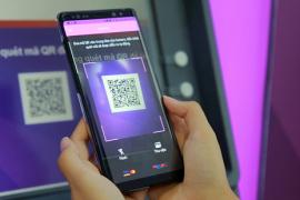 Ngân hàng đầu tiên cho phép rút tiền tại ATM và Livebank bằng QR Code
