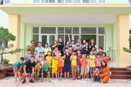 Hoa Hậu Vũ Loan dành trọn ngày sinh nhật làm từ thiện