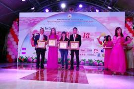 Trung tâm Nhân đạo Quê hương nhận bằng kỷ lục Việt Nam về đám cưới tập thể của 100 cặp đôi khuyết tật