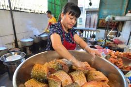 """Món cá kho phố cổ của văn hóa """"ba sáu phố phường"""""""