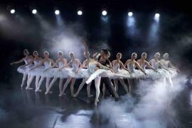 Vì sao nên thưởng thức siêu phẩm ballet Hồ Thiên Nga giữa Hồ Thiên Nga Ecopark?