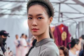 Hoa hậu Thuỳ Dung trình diễn áo dài tại Festival Áo dài Quảng Ninh 2020