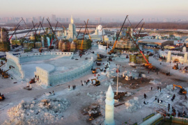 """""""Đảo băng"""" giữa Trung Quốc chuẩn bị cho lễ hội lớn nhất mùa đông"""